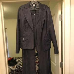 Jacket and pants suit